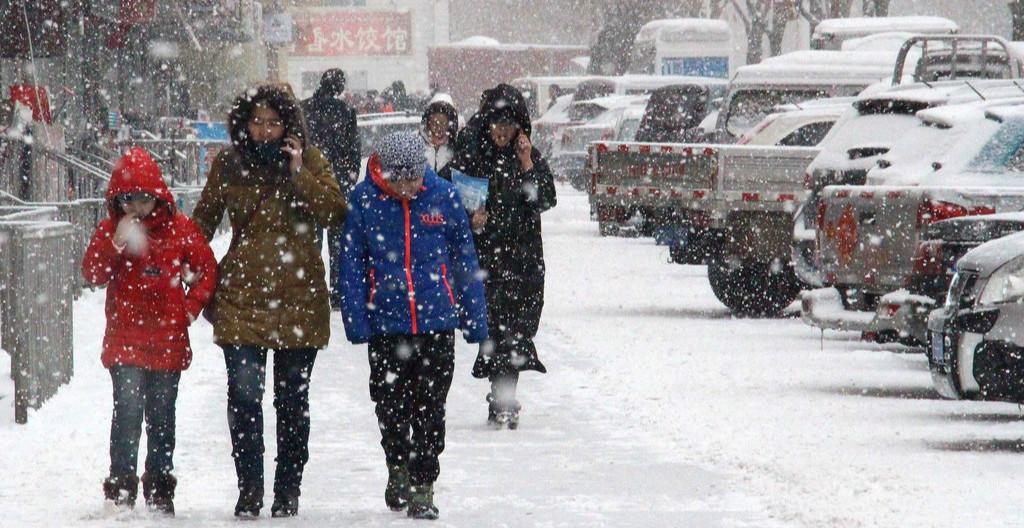 冷空气引发暴雪寒潮双预警 中国大部气温骤降