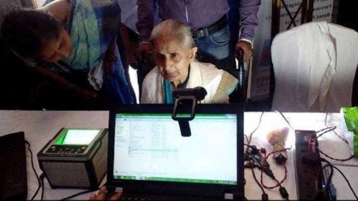 印度要扫描 13 亿人口的指纹、眼睛和脸部